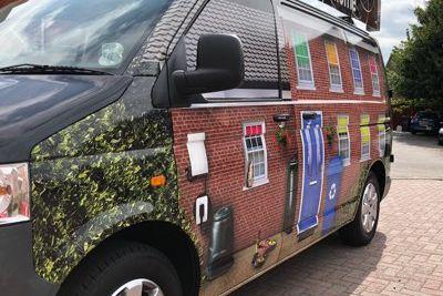 Mea Van Wrap Image 5